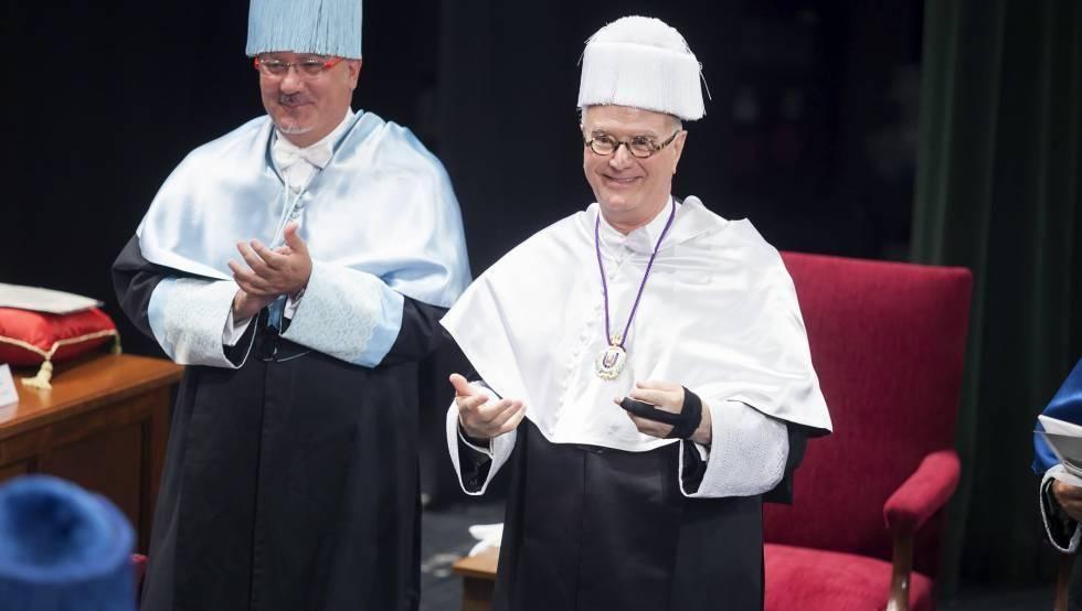Manolo Blanhik durante su investidura como Doctor Honoris Causa