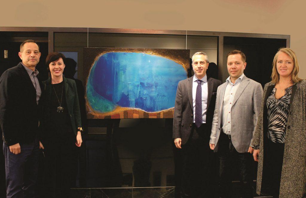 Denis Siniauski y Alejandro Tosco en la inauguracón de la exposición junto a otros invitados.