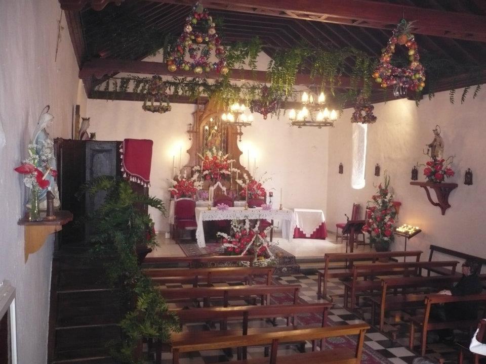 Ermita interior altar