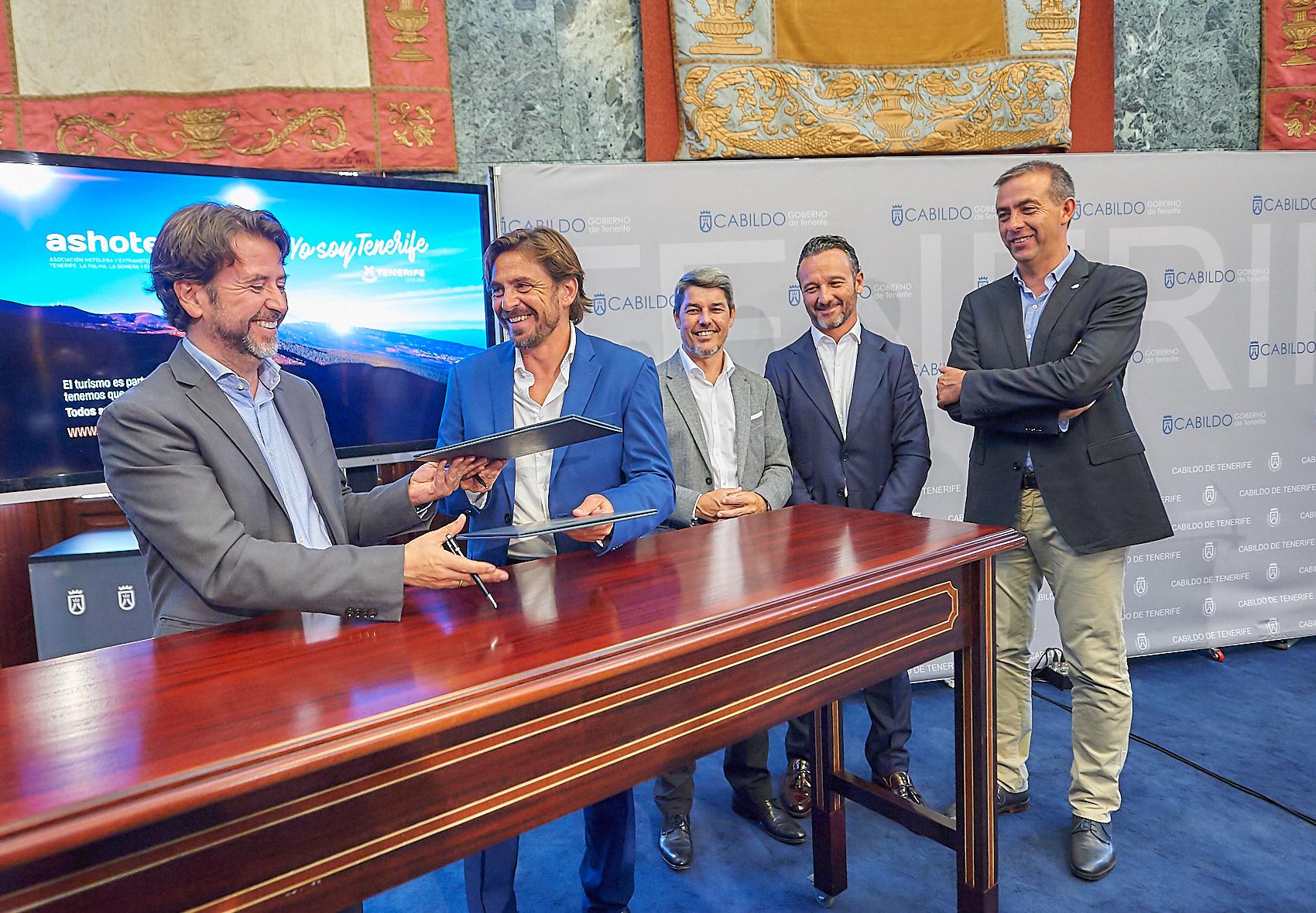 Firma del acuerdo de Sensibilización Turística