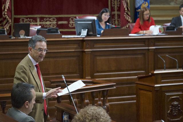 Antonio Castro en el Parlamento de Canarias