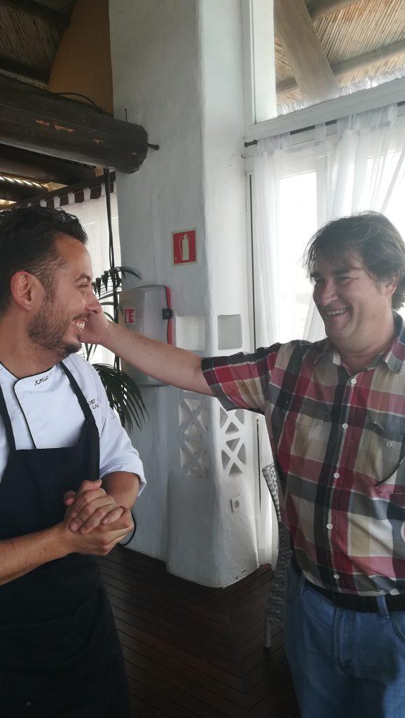 """Junto al Chef Jorge Peñate, uno de los grandes intérpretes de la cocina del mar en el Restaurante """"Las Rocas""""(Adeje) del que es Chef titular."""