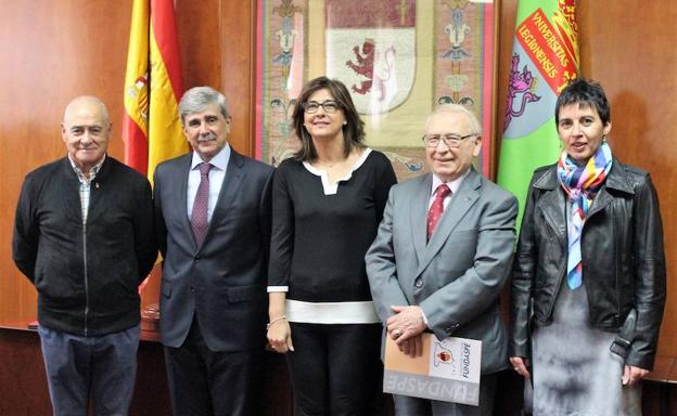 El rector y el presidente de la Fundación Nacional para la Donación Altruista de Sangre y Plasma han firmado un acuerdo marco de colaboración