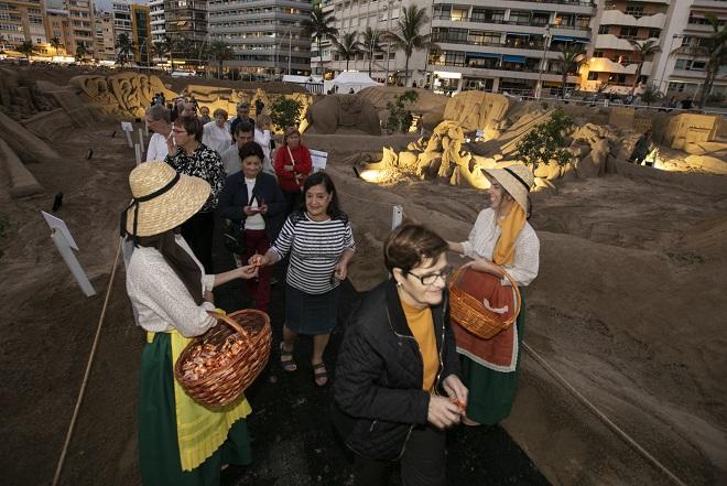 Las Palmas de Gran Canaria. Inauguración del Belén de arena, Playa de Las Canteras. Foto Quique Curbelo