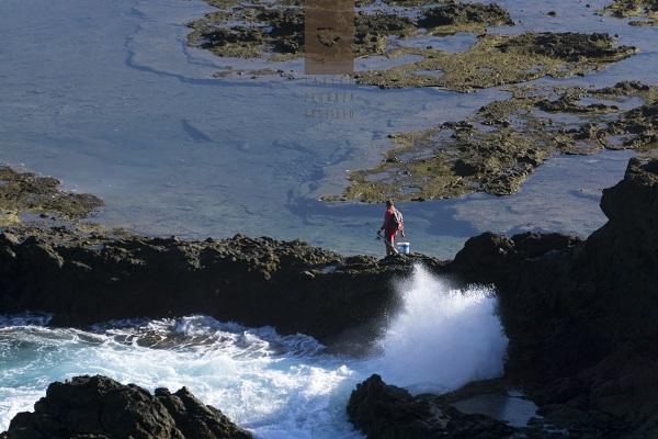 Pescador en Punta de Arinaga