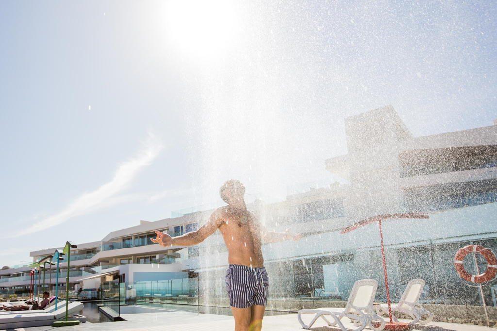 Ducha piscina Hotel  Baobab Suites