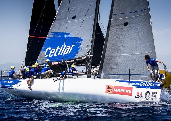 La Bahía de Palma espera el momento del inicio de la primera prueba de la 38ª edición de la Copa del Rey Mapfre de Vela